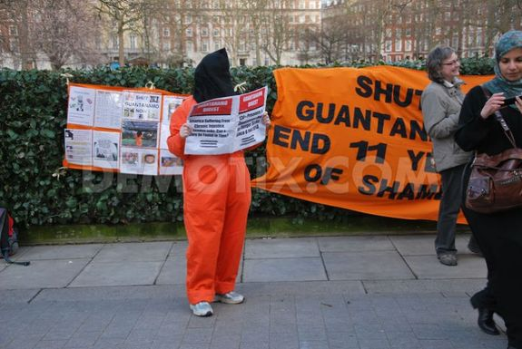 1366342915-guantanamo-hunger-strikers-receive-support-at-us-embassy-rally_1972284-1.jpg